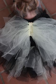 DIY Tulle Halloween Costume Wings |do it yourself divas