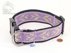 "Halsband ""Fleur de Lis"" lila, extrabreit | #Hundehalsband | Direktlink zum Shop: http://www.dog-smilla.de/produkt/halsband-fleur-de-lis-lila-extrabreit/"