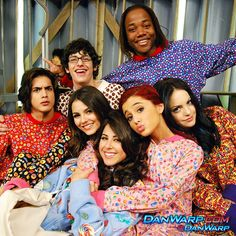 Is a Victorious reunion planned for the favorite Nickelodeon series? See what Elizabeth Gillies and other cast member say about a reboot. Victorious Cat, Victorious Nickelodeon, Icarly And Victorious, Cat Valentine Victorious, Elizabeth Gillies, Ariana Grande Facts, Sam And Cat, Big Sean, Victoria Justice