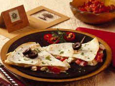 Mediterranean Chicken Quesadillas - QueRicaVida.com