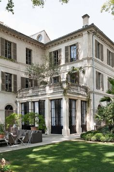 - Hello Lovely - Inspiring interiors, gardens, and art within this restored French chateau Avignon Hotel Particulier - French Country Style, French Country Decorating, French Country Exterior, French Country Bedrooms, Exterior Design, Interior And Exterior, Mansion Interior, Mansion Bedroom, Dream Mansion