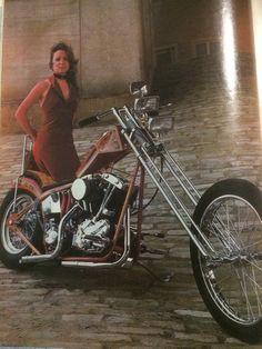 Peter Fonda Easy Rider, Old School Vans, Kustom Kulture, Biker Girl, Custom Motorcycles, Old Trucks, Vintage Ladies, Choppers, Cars