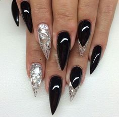 Stiletto Nails have become very popular in recent years. Nothing is sharper than Stiletto Nail Designs. When you combine the Stiletto Nail Designs with some avant-garde designs, they are the best. But if you're looking for the classic Stiletto Nail D Black Stiletto Nails, Sexy Nails, Hot Nails, Fancy Nails, Bling Nails, Trendy Nails, Hair And Nails, Black Silver Nails, Long Black Nails