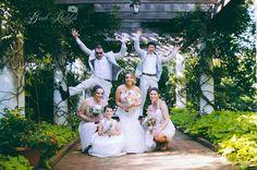 Bridesmaids & Bridesmen Pose