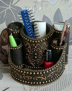 Steampunk Crafts, Steampunk Design, Tin Can Crafts, Diy Crafts For Gifts, Wine Bottle Crafts, Bottle Art, Diy Storage Organiser, Paper Vase, Toilet Paper Roll Crafts