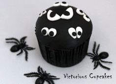 spooky eyes cupcake...use black frosting and just one set of royal icing eyes??
