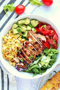 Grilled Chicken Salad Recipe - - Grilled Chicken Salad Recipe Recipes Salad Grilled Chicken Salad Recipe – perfect juicy grilled chicken, grilled corn off the cob, tomatoes, lettuce, avocado and onion make for a delicious summer salad! Healthy Meal Prep, Healthy Eating, Healthy Recipes, Healthy Food, Healthy Pasta Salad, Healthy Salads, Sweet Recipes, Chicken Salad Recipes, Salad Chicken