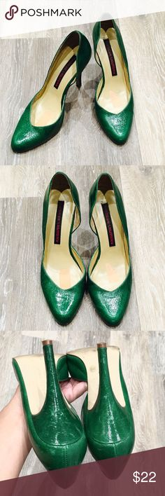 CHINESE LAUNDRY Green Heels Size 6.5 Kelly Green CHINESE LAUNDRY heels Size 6.5. The heels gently worn. There are small peeled area insole. Chinese Laundry Shoes Heels