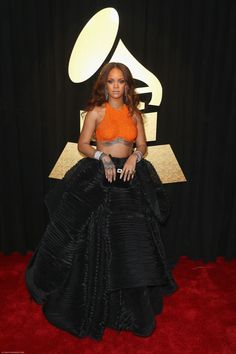 #rihanna #riri #fenty #robyn #unapologetic #rihannafenty #fentyskin #navy #rihannanavy #rih #wefoundlove #fentybeauty #queen #photoshoots #appearances #savage x fenty #performance #badgalriri Rihanna Awards, Beyonce, Grammys 2017, Best Of Rihanna, Rihanna Fenty, Grammy Fashion, Star Fashion, Rihanna Fashion, Stars