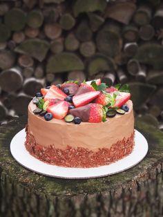 Live to Bake: Čokoládová torta s jahodami Mini Cheesecakes, Baby Cakes, Chocolate Cake, Food And Drink, Cupcakes, Jar, Cooking, Sweet, Recipes