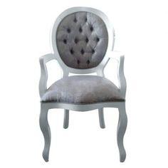 A Cadeira Medalhão Lisa com braço é sinônimo de conforto, qualidade, requinte e bom gosto. Seu formato possui curvas e detalhes intensos, adicionando elegância de um móvel clássico ao seu ambiente. É produzida em madeira de caxeta, com perfeito acabamento. Possui também um assento reforçado, com percintas elásticas que proporcionam maior durabilidade ao produto.