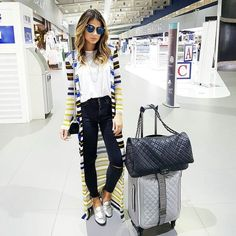 Journey outfits that might be plenty of fashionable and conventional are a challenge to come by. Maxi Cardigan, Airport Travel Outfits, Airport Style, Traveling Outfits, Airport Fashion, Cool Outfits, Casual Outfits, Fashion Outfits, Womens Fashion