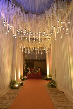 Looking for latest Outdoor Wedding Decorations? Check out the trending images of the best Indian Outdoor Wedding Decoration ideas. Pool Wedding Decorations, Desi Wedding Decor, Wedding Ideas, Trendy Wedding, Wedding Venues, Wedding Inspiration, Wedding Reception Entrance, Marriage Reception, Wedding Walkway