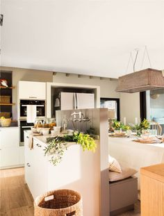 〚 When you have many kids but limited space: cozy small home in Barcelona〛 ◾ Фото ◾Идеи◾ Дизайн Beautiful Kitchens, Beautiful Interiors, Zara Home, Made To Measure Furniture, Cocina Office, Dinning Chairs, Dream Furniture, Kitchen Trends, Home Decor Inspiration