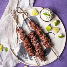 Rechtzeitig zum Feiertag gibt es von mir wieder ein Grill-Rezept. Dieses mal Lamm mit Minzsauce. You're welcome! 😜 Rezept findet ihr auf meinem Blog.  In freundlicher Zusammenarbeit mit @webergrills @weberstorevienna ° ° ° ° ° #webergrills #weber #grillen #holiday #summer #meatlove #grilling #bbq #bbqlove #instafood #meat #delicious #foodstagram #foodphotography #lamb #avocadobanane #foodinspo #meatinspo #juicy #mediumrare #bbqporn #vienna  #Regram via @ Avocado, Freundlich, Sausage, Bbq, Meat, Summer, Food, Banana, Lamb