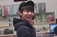 """sorry for the spam but I really hope this smiley fluffkin can brighten up your mood💕💕💕"" Super Junior, Lee Donghae, Love Of My Life, My Love, Dong Hae, Last Man Standing, Korean Artist, Fine Men, Boyfriend Material"