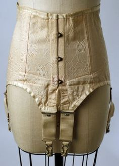 Girdles and stockings and yes the times have changed Vintage Corset, Vintage Underwear, Vintage Lingerie, Classy Lingerie, 1920s Outfits, Vintage Outfits, Vintage Fashion, Vintage Wardrobe, Costume Institute