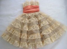ruffles & lace!!  I've got to make this. One for baby and one for my teen daughter.