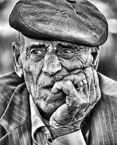 Senior Photo Photography in Black & White Old Man Portrait, Pencil Portrait, Portrait Art, Black And White People, Black And White Face, Black And White Portraits, Black And White Photography, People Photography, Portrait Photography