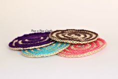 Crochet circular coasters. Step by step tutorial and free pattern by Paso a Paso Crafts.