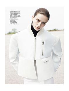 carolinedailyparis:  More minimal fashion here: http://carolinedailyparis.tumblr.com