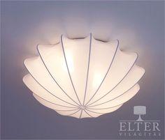 Fehér színû mennyezeti lámpa különleges formatervezéssel. A búra anyaga rugalmas mûszálas anyag, így könnyebben takarítható és ellenállóbb mint a textil. Energiatakarékos…
