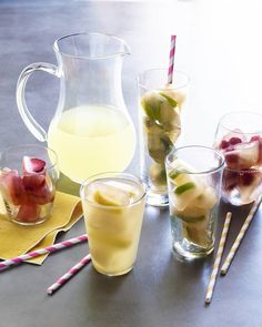 Lemonade Iced Tea Ice Cubes - What's Gaby Cooking Fruit Ice Cubes, Flavored Ice Cubes, Ice Cube Trays, Non Alcoholic Drinks, Bar Drinks, Detox Drinks, Cocktails, Tea Recipes, Baby Food Recipes