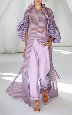 Get inspired and discover Delpozo trunkshow! Shop the latest Delpozo collection at Moda Operandi. Fashion 2020, Look Fashion, Runway Fashion, Womens Fashion, Fashion Design, Fashion Trends, Abaya Fashion, Modest Fashion, Fashion Outfits