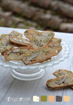 Biscotti sottilissimi leggeri a velo con albumi e frutta secca | Frigo Rosa