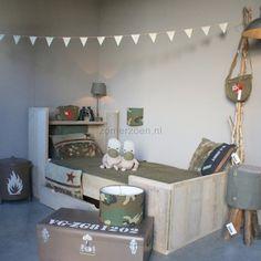 Stoer bed van steigerhout! #zomerzoen Teen Bedroom, Bedroom Decor, Bedroom Ideas, Kids Decor, Home Decor, Cool Beds, Kid Beds, Boy Room, Toddler Bed