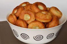 Hozzávalók 35-40 kisebb fánkhoz  50 dkg krumpli (tisztítva mérve) 50 dkg liszt 1 tojás 1 dl tej 5 dkg friss élesztő 1 evőkanál só  A…
