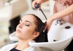 Une coloration végétale peut être réalisée après une colo chimique Même si vous avez fait des colorations chimiques toute votre vie, vous pouvez sans problème opter du jour au lendemain pour une coloration naturelle.Un masque détoxifiant à base d'argile, qui va débarrasser le cheveu d'un maximum de particules chimiques, est tout de même recommandé par les coiffeurs avant de se lancer. Le résultat sera plus intense.