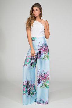 monos de fiesta y boda de primavera verano en color azul con flores y top blanco con pernera ancha para bautizo comunion graduacion coctel eventos de daluna en apparentia Cruise Fashion, All Fashion, Party Fashion, Fashion Pants, Boho Fashion, Spring Fashion, Fashion Outfits, Womens Fashion, Fashion Design