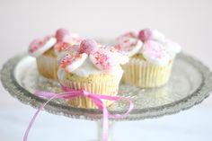 マシュマロを切って貼るだけ 簡単お花のカップケーキの作り方