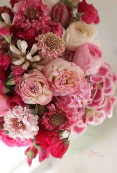 Pink scabiosa, hyacinth, ranaculus. Perfect spring bqt