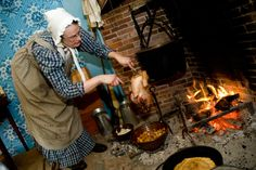 For those that did not have tin kitchens, foul could be roasted on a string. Suspended in front of hot coals, the turkey could be turned simply by twisting the string. The turkey's juices could be gathered in a bowl below for gravy or for flavoring other dishes.