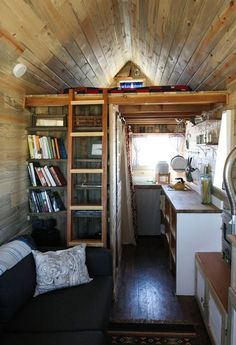The Tiny House Movement.I just really wanna live in a small house like this! Small Space Living, Living Spaces, Living Room, Mini Loft, Home On The Range, Tiny House Movement, Tiny Spaces, Tiny House Living, Little Houses