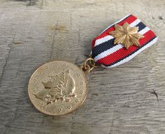 Military Blue White Red Ribbon Golden Queen Medal Brooch Custom Jewelry with safety pin for clothing decoration