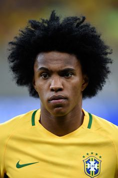 Willian Photos - Willian of Brazil looks on during a match between Brazil and Uruguay as part of 2018 FIFA World Cup Russia Qualifiers at Arena Pernanbuco on March 2016 in Recife, Brazil. - Brazil v Uruguay - 2018 FIFA World Cup Russia Qualifiers Argentina Football Team, Brazil Football Team, Football Icon, National Football Teams, World Football, Football Posters, Football Images, Football Pictures, Neymar Brazil
