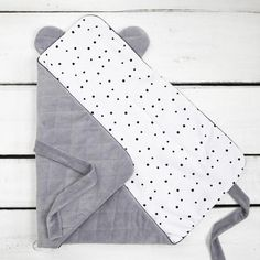 Diy Baby Gifts, Baby Girl Gifts, Baby Sewing Projects, Sewing For Kids, Baby Decor, Baby Shower Decorations, Baby Girl Gift Baskets, Diy Crib, Sewing Baby Clothes