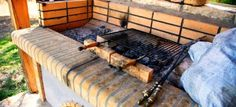 How to Build a Brick Barbecue Bbq Pit Smoker, Bbq Grill, Brick Grill, Barbecue Design, Construction Design, Brick Building, Outdoor Furniture, Outdoor Decor, Backyard