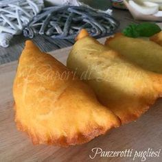 Panzerotti pugliesi-segreti e consigli ricetta barese infallibile Friends today the recipe of the Apulian panzerotti in particular those from Bari . Pizza Recipes, Appetizer Recipes, Cooking Recipes, Panzerotti Recipe, My Favorite Food, Favorite Recipes, Bread And Pastries, International Recipes, Creative Food
