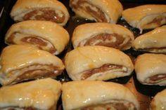 Oškvarkové slimáčiky • Recept | svetvomne.sk Hot Dogs, Sushi, Sausage, Biscuits, Food And Drink, Bread, Cooking, Ethnic Recipes, Anna