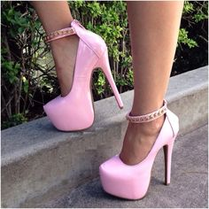 "Ooh la la!!! ""Tickle me pinks"", I need these in my life!"