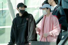180302 CHANYEOL &SUHO - INCHEON TO CHANGI #EXO #AIRPORTFASHION