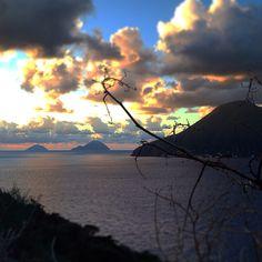 Tramonto di fine autunno ad Acquacalda . Sullo sfondo Salina, Filicudi ed Alicudi. Late fall Sunset pic in Acquacalda