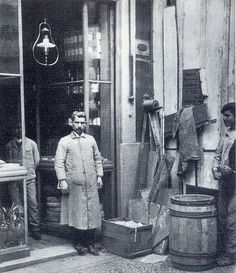 Benoliel, Casa das Manteigas, Lisbon, 1910 Antique Photos, Old Photos, Vintage Photos, History Of Portugal, Beyond Beauty, My Heritage, Capital City, Vintage Posters, The Past