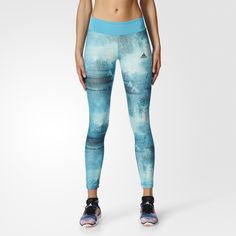 Make every workout feel like your best workout. These women's training tights are made of lightweight climalite® fabric that sweeps sweat away to help you stay dry and comfortable. The fitted tights have a soft bonded waist for extra support and a stay-put fit. Featuring a bright graphic print.