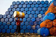 O Bangladesh é caracterizado como um País de grande pobreza onde o trabalho é, em demasia, traduzido por condições desumanas.
