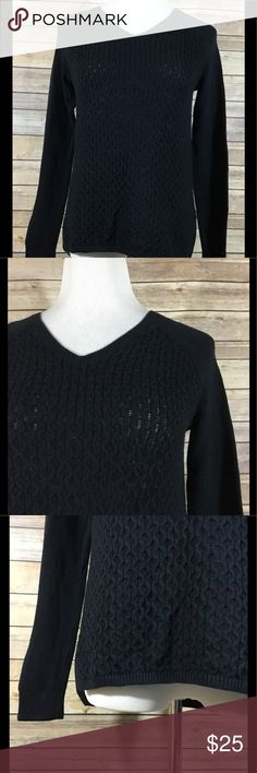 "Banana Republic Women's Long Sleeve Sweater 185 Banana Republic Women's Long Sleeve V Neck Pullover Sweater. GUC without flaws. Size Small. 55% Cotton, 25% Viscose and 20% Nylon.  Length from Back of Neck - 24"" Chest - 35"" Hips - 35"" Banana Republic Sweaters V-Necks"
